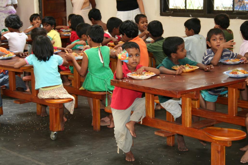 Doneer als bedrijf eten, drinken en kleding aan Stichting Weeshuis Sri Lanka